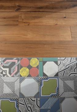 Le sol carreaux de ciment/parquet