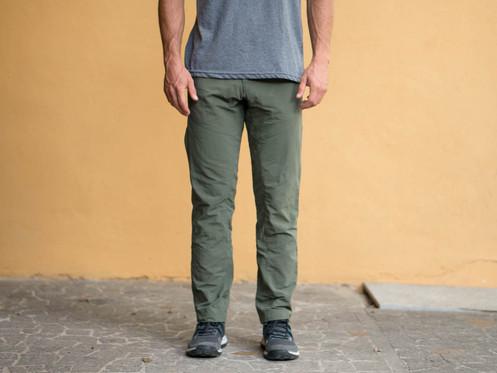 327e564232 Nuestros pantalones son un producto creado para sentirte cómodo en  cualquier ocasión. Está hecho con tela de la más alta calidad