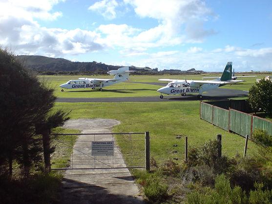Aircraft_Great_Barrier_Island_Aerodrome