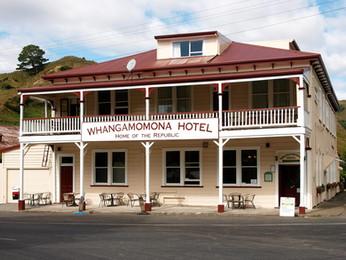 Whangamomona Hotel.jpg