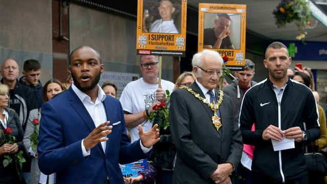 West Midlands Assistant Police & Crime Commissioner Ashley Bertie (left), Mayor of Dudley Councillor Alan Taylor (centre) and JFR Campaign Manager Jason Connon (right) join the crowds at one of our Community Action Days.