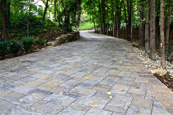 Five things to ask yourself when evaluating if you should install pavers as your new driveway surfac