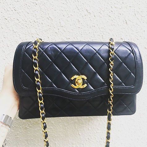 Falling without wings 〰 #CHANEL #classic #DIANA #flap #GHW #gold #Lambskin #quilts #vintage #fashion