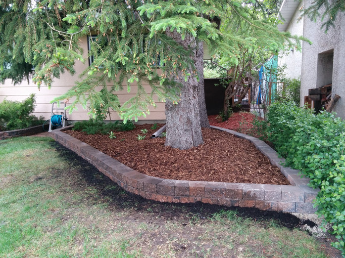 Retaining Wall & Mulch
