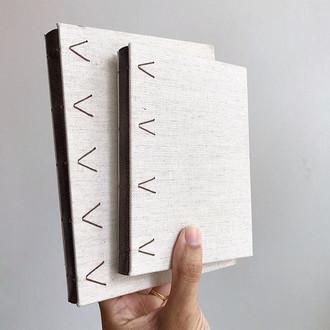 cadernos em linho e couro