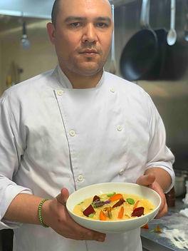 Chef com risotto primavera 2(baixa).jpg
