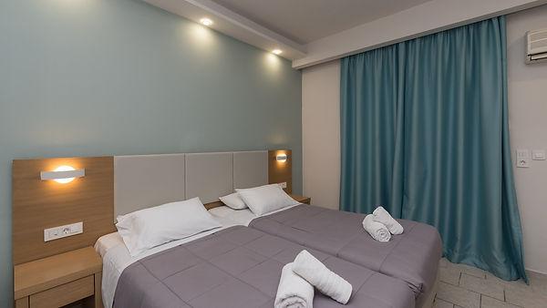 Denny's Inn - Room (23).jpg