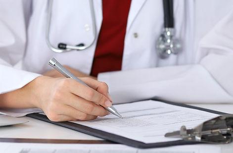 의사는 양식 확인