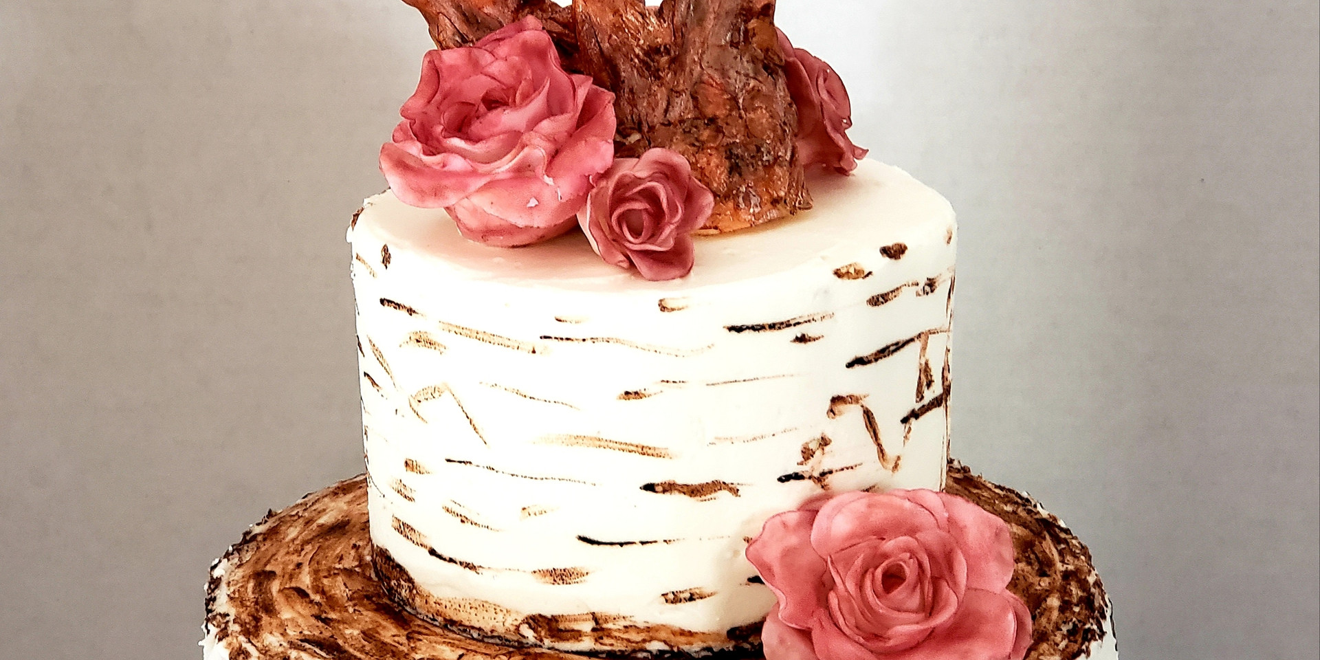 Roses and Antlers Wedding Cake