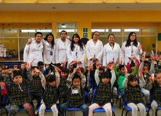 """Dientes limpios y sonrisas brillantes a niños y niñas de la """"Fundación Amparo, Centros de Desar"""