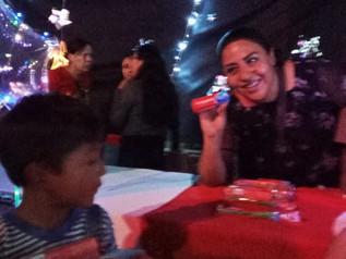 Entrega de kits bucodentales a niños y niñas de Oaxaca.