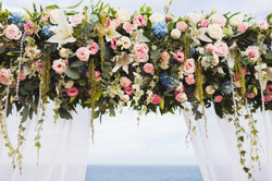 wedding-ceremony-on-cliff-with-sea-view-