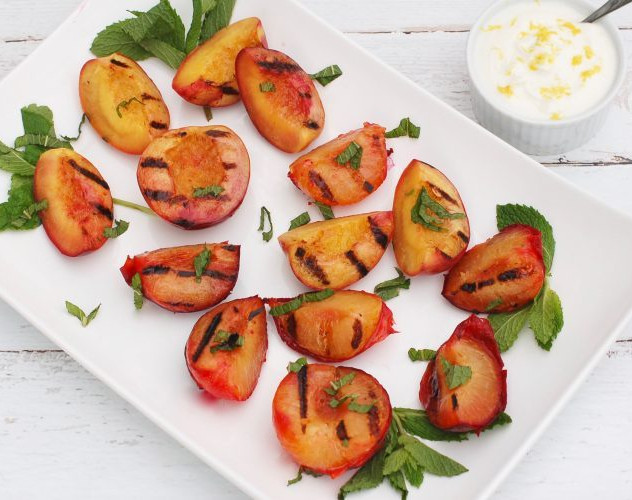 3  Grilled-Stone-Fruit-Recipe-with-Yogur