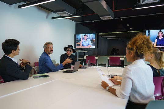 3 display room video call with everyone