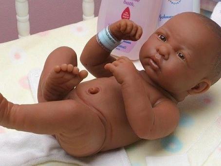 Bonecas com órgãos genitais são utilizadas na prevenção da violência sexual contra crianças