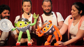 Teatro infantil online no celular das famílias