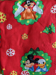 Mickey and Minnie in wreath.jpg
