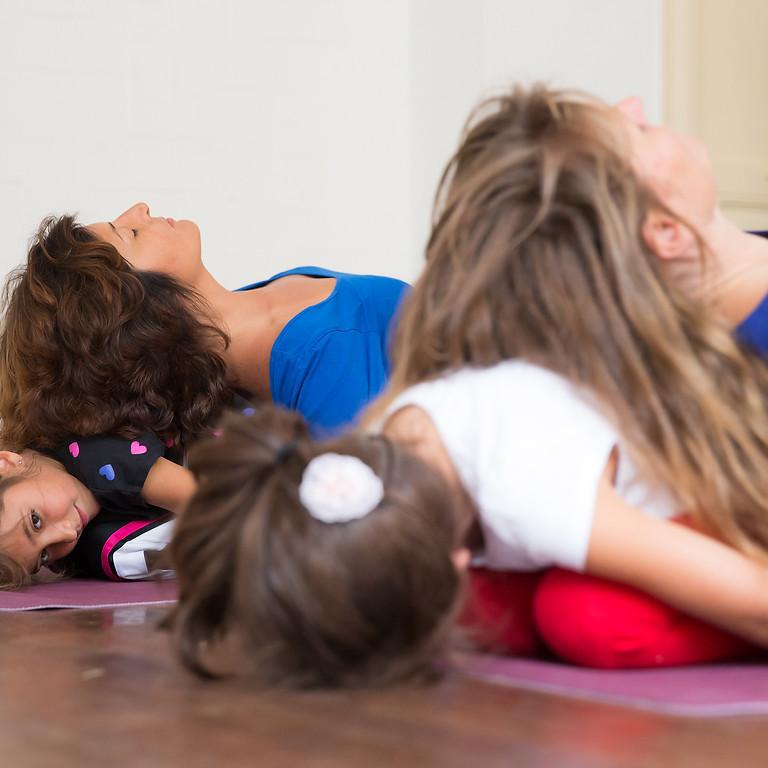 Ouder-kind yoga workshop bij Thrive IJburg