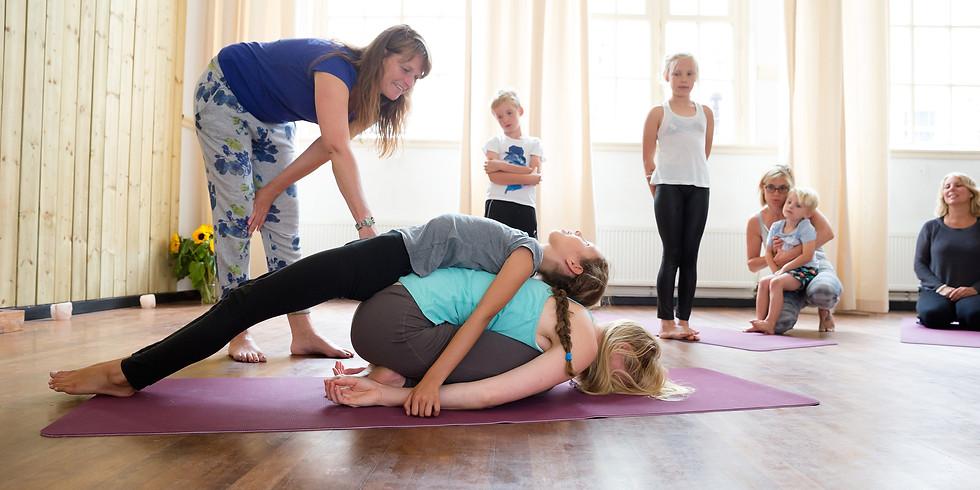 Ouder-kind yoga workshops bij Thrive IJburg