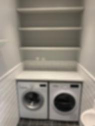 Tvättstugan byggdes av Badrumsgruppen, en garderob byggdes om till tvättstuga med totalentreprenad