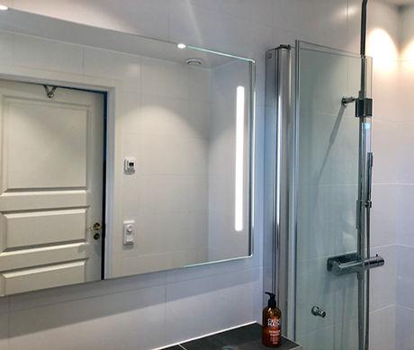 LED spotlights i badrum på Ekerö renoverat av Badrumsgruppen