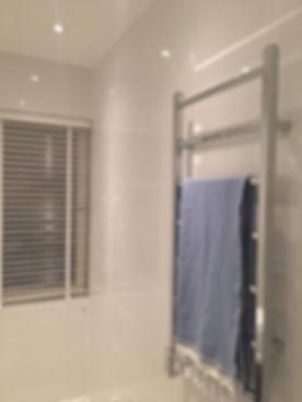 Handdukstork i badrum i Bromma renoverat av Badrumsgruppen