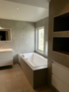 Inbyggt / inkaklat badkar i badrum renoverat av Badrumsgruppen