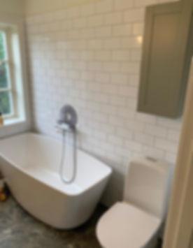 Badrum med känsla av sekelskifte, renovering av Badrumsgruppen med totalentreprenad, badrummet finns i Sundbyberg
