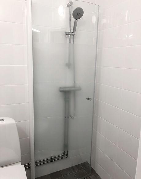 Duschvägg för litet badrum, badrummet renoverades av Badrumsgruppen