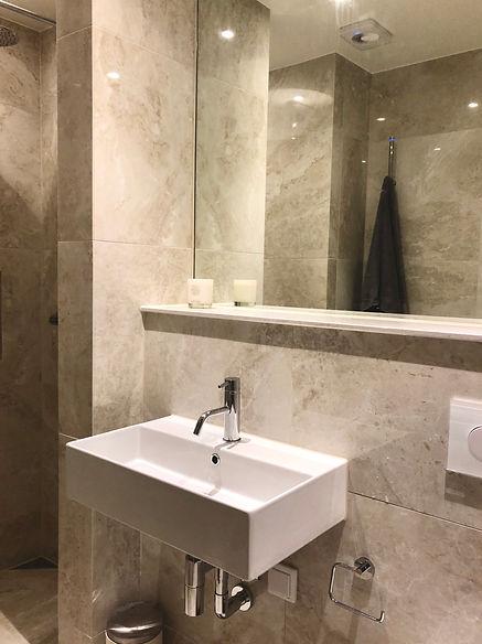 Exklusivt badrum med lyxig hotellkänsla, renoverat med totalentreprenad av Badrumsgruppen