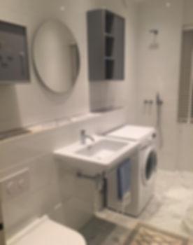 Badrum med kakel, klinker och carraramarmor, badrummet renoverades av Badrumsgruppen