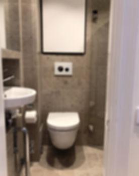 Badrum med Bricmate Norrvange på golv och vägg, badrummet renoverades av Badrumsgruppen