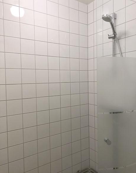 Badrum med dusch efter renovering utförd av Badrumsgruppen