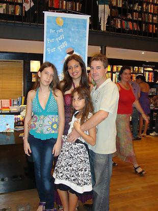 Flávia Côrtes e família