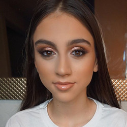 Love glaming this beauty!! Her eyes are so beautiful!!! 🙌🏻 Eyes using _kyliecosmetics Rose gold cr