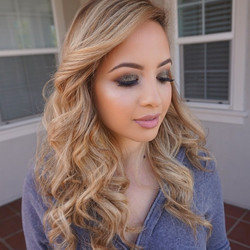 Closer look on @claudia_candelas smokey eye for her newest blog post! She can literally rock any loo