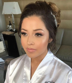 Bridal Glam deets on this beauty! 👰🏻 Brows _anastasiabeverlyhills brow powder caramel and dip brow