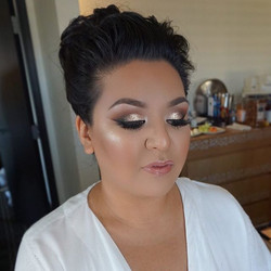 More makeup deets! ✨Sparkly✨ #Bridalglam__Brows_ _anastasiabeverlyhills brow powder soft brown and d