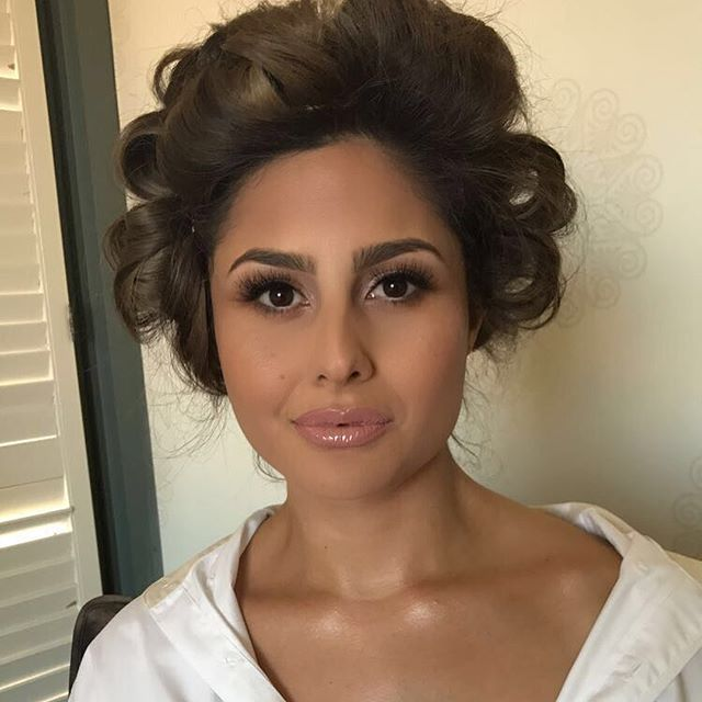 The most beautiful bride!!! 👰🏻💍 Hair by the amazing_ _pm_styles ➡️_Key products_ _Brows _anastasi