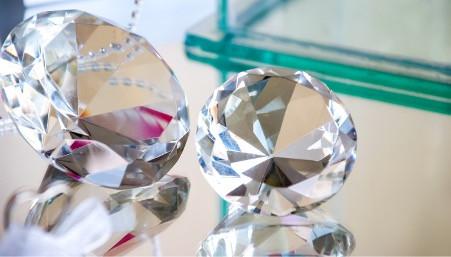 Awas Tertipu, Inilah Ciri-Ciri Berlian Palsu yang Harus Diketahui
