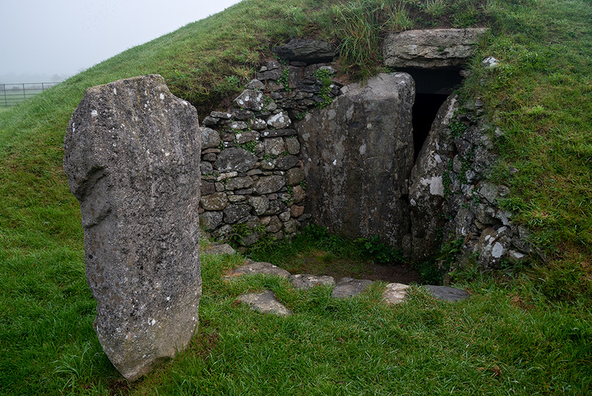 Bryn Celli Ddu exit & carved standing stone 01