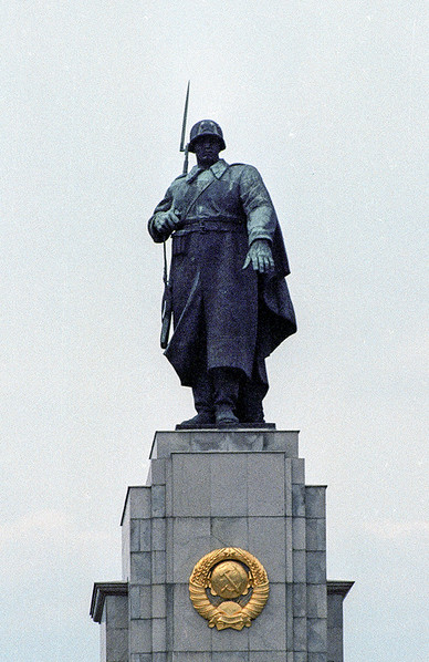 Large statue of a Soviet soldier atop Soviet War Memorial 01
