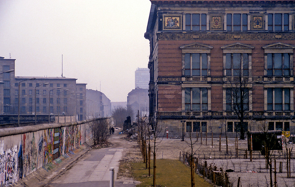 Along the Berlin Wall through the middle of the city