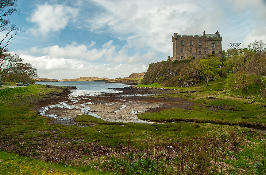 View of Castle towards Loch Dunvegan 01
