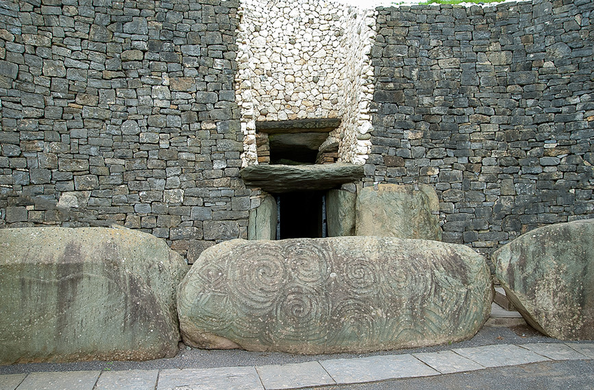 Entrance to Chamber with decorated Kerbstone 02