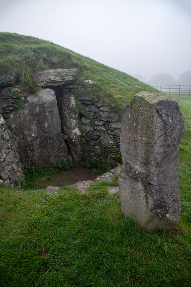 Bryn Celli Ddu exit & carved standing stone 02