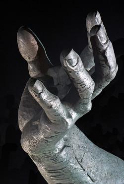 Hand - Statue, Berlin