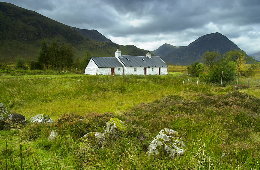 Blackrock Cottage with view to Buachaille Etive Mor, Glencoe 01