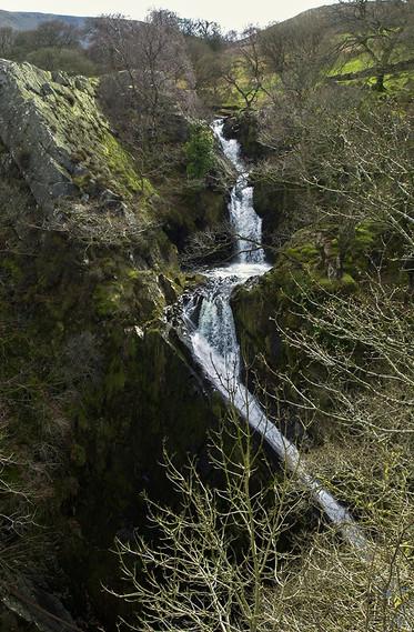 Ceunant Mawr Waterfall 02