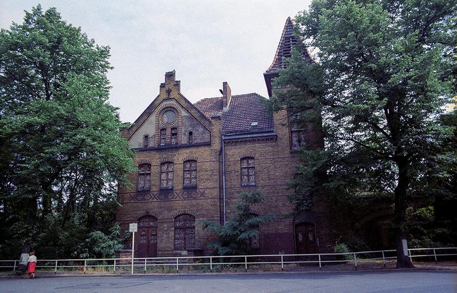 House split through the middle
